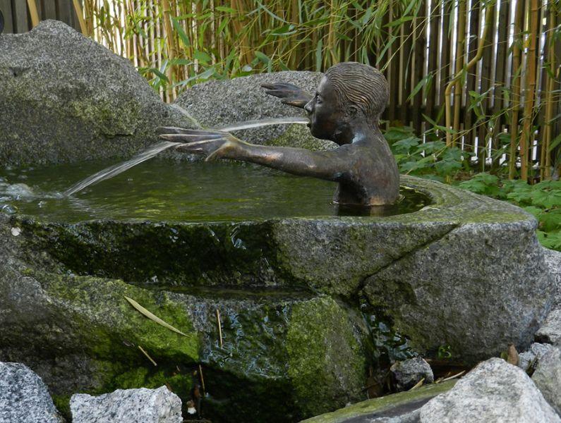 Gartenbrunnen richard gruber for Teicheinlauf stein